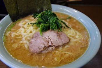 横浜上星川にある人気の家系ラーメン店「寿々喜家」のラーメン