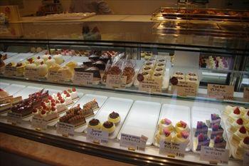 横浜仲町台にあるケーキショップ「パティスリー シュクレ」の店内