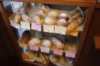横浜大倉山にあるパン屋「トースティーショップ」の店内