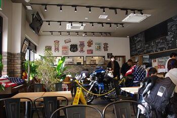 南部市場にあるカフェ「葉山珈琲」の店内