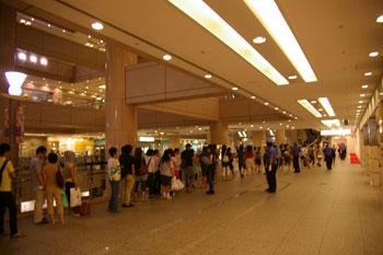 横浜みなとみらい横浜ランドマークプラザのH&Mの行列