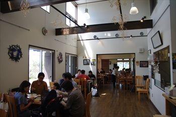 横浜市泉区にある「小麦畑の石窯食堂 Far niente」の店内