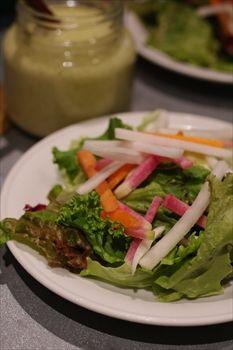 横浜赤レンガ倉庫にあるイタリアン「グリップオーガニック」のサラダ