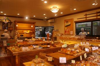 横浜鶴見のパン屋「エスプラン洋菓子店」の店内