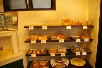 横浜日吉のおいしいパン屋さん「大地の実」の店内