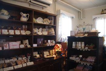 横浜山手にあるカフェ「えの木てい」の店内