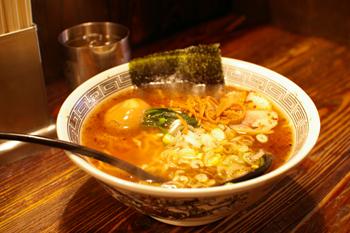 横浜西口のラーメン店「麺場 浜虎」の醤そば