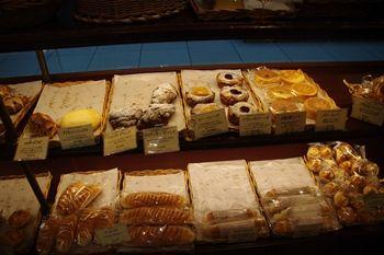 新横浜にあるパン屋さん「ブラッスリー ラ クラス」の店内
