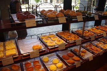 ららぽーと横浜にあるパン屋「ケユカベーカリー」の店内