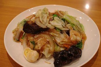 横浜岸根公園にある中華料理屋「龍園」の五目あんかけ焼そば