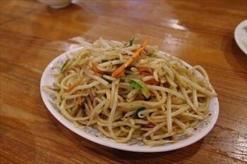 横浜西口にある中華料理店「龍王」の焼きそば