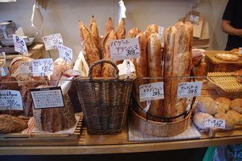 東京奥沢にあるパン屋「アルチザン・ブーランジェ・クピド」の店内