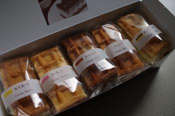新横浜にあるベルギーワッフルのお店「マネケン」のクリームワッフル