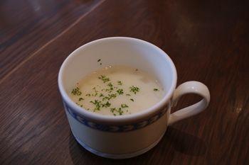 横浜桜木町にあるパン屋さん「ブレドール」のスープ