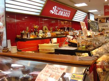 横浜ダイアモンド地下街のシルスマリア店頭