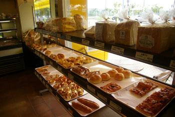 横浜八景島の近くにあるパン屋さん「BREMEN(ブレーメン)」の店内