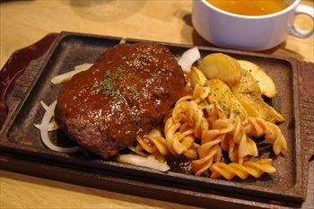 新横浜にある肉バル「ニクバルダカラ」のランチ