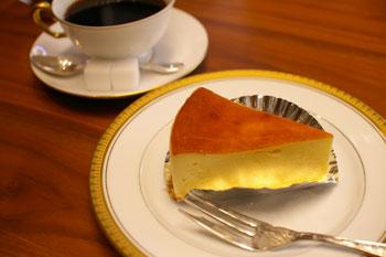 トレッサ横浜にあるカフェ「CAFE 丸福珈琲店」のチーズケーキ