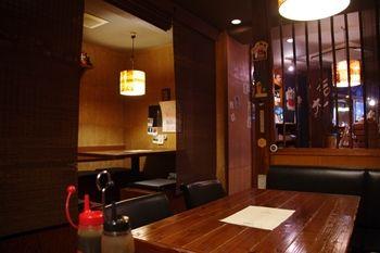 横浜綱島にあるお好み焼き屋さん「竹蔵」の店内