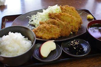 横浜新山下にある定食屋さん「千葉屋」のあじフライ定食