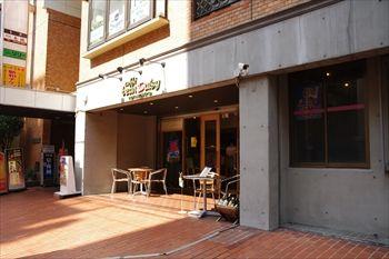 横浜西口エリアにあるカフェ「カッフェ ビーンデイジー」の外観
