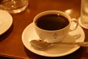 横浜馬車道にあるレトロな喫茶店「馬車道十番館」のコーヒー