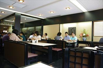 横浜関内にあるうなぎ料理のお店「割烹蒲焼 わかな」の店内