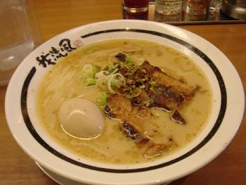横浜ベイクォーターのかごしまラーメン「我流風」の豚とろ炙り焼きらーめん