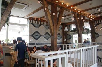 テラスモール湘南にあるカフェ「SOHOLM CAFE」の店内