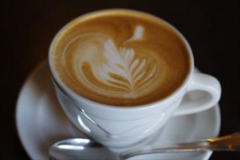 横浜日本大通りにあるカフェ「カフェドゥラプレス」のコーヒー