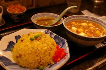横浜相鉄ジョイナスの中国屋台料理のお店「大龍」のチャーハン