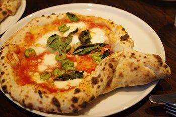横浜みなとみらいにあるイタリアン「A16」のピザ