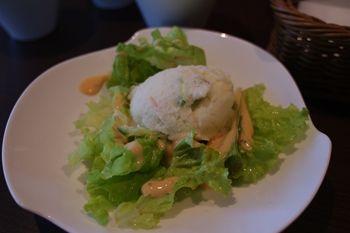 横浜日本大通りにあるカフェ「G+(ジープラス)」のサラダ
