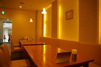 スープカレーのおいしいお店「アジョワン(ajowan)」の店内