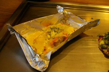 ららぽーと横浜のお好み焼きや「がんぼ屋」の明太ポテトチーズ