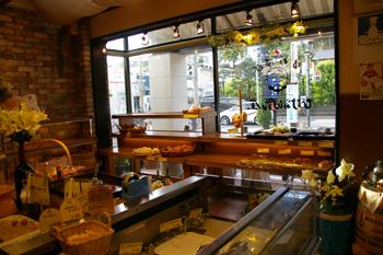 横浜綱島のおいしいパン屋「ゆめ酵母 ひげのパン屋」の店内