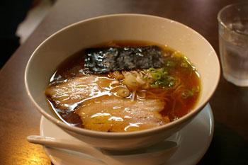 横浜西口エリアのラーメン店「麺や維新」のラーメン