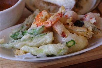 横浜綱島にあるスープカレー専門店「らっきょ&Star」の天ぷら