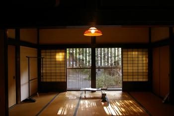 三渓園内のかやぶき屋根の家(内部)