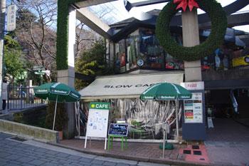 横浜元町にあるカフェ「SLOW CAFE」の外観