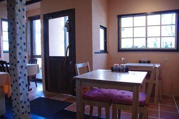 横浜藤が丘にあるイタリアンレストラン「ア・カーサ・ミア」の店内