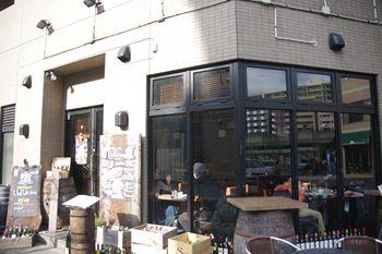センター北にあるレストランバー「アンプルチーノ」の外観