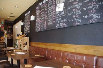 センター北にあるレストランバー「アンプルチーノ」の店内