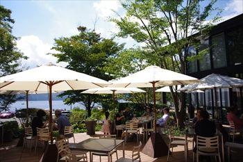 箱根の芦ノ湖湖畔にあるイタリアン「ラ・テラッツァ」のテラス