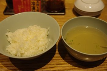 武蔵小杉にある餃子専門店「原宿餃子楼」のライスとスープ