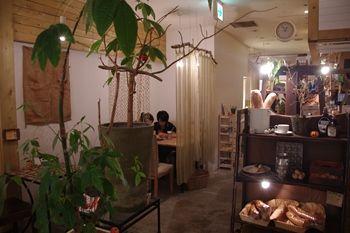 センター北の港北東急にあるカフェ「ロンカフェ(LONCAFE)」の店内