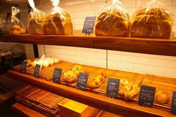 逗子のパン屋BOULANGERIE E.S.(ブーランジェリー・エス)の店内