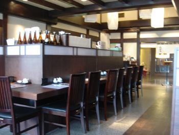 横浜シアル6Fの蕎麦屋「山都屋」の店内