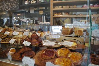 自由が丘にあるパン屋さん「ベイクショップ(BAKE SHOP)」の店内