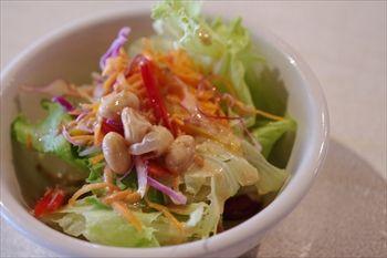 横浜大口にあるカフェ「kacha kacha cafe」のサラダ